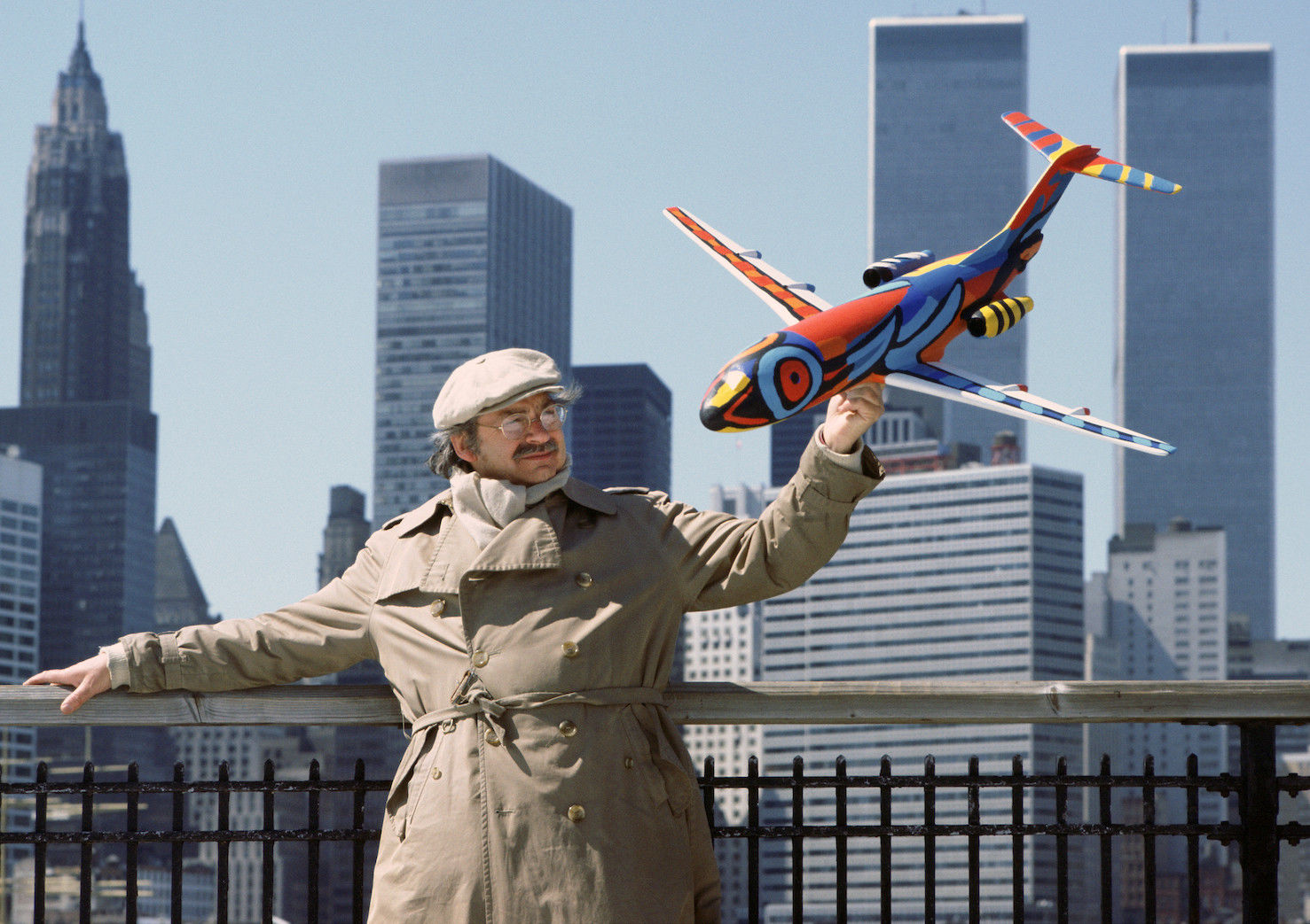 Karel Appel with a Fokker-100 in front of the former WTC building.