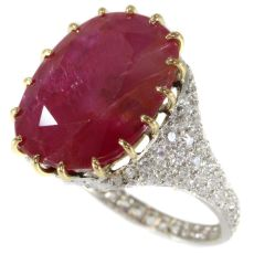 Magnificent platinum Art Deco diamond ring with huge untreated ruby of 13.5 crt by Unknown Artist