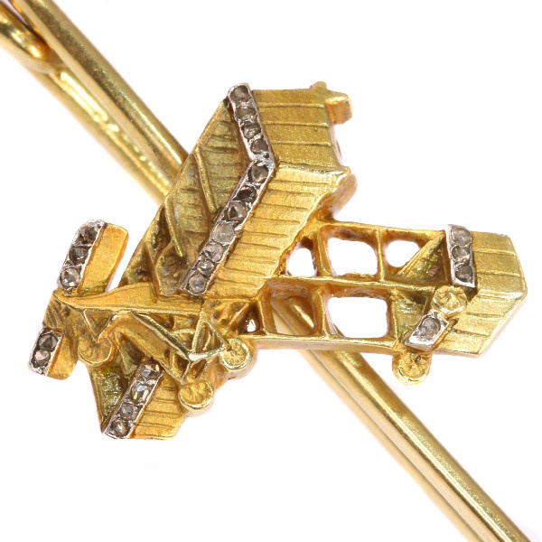 Unique gold diamond aviation brooch commemorating Belgium's first manned motorized flight by Unknown