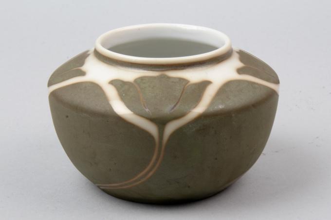 Vereinigte Werkstätten Jugendstil Vase by Theo Schmuz-Baudiß