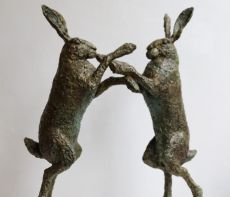 Hazenpaar rammelend by Hans Jouta
