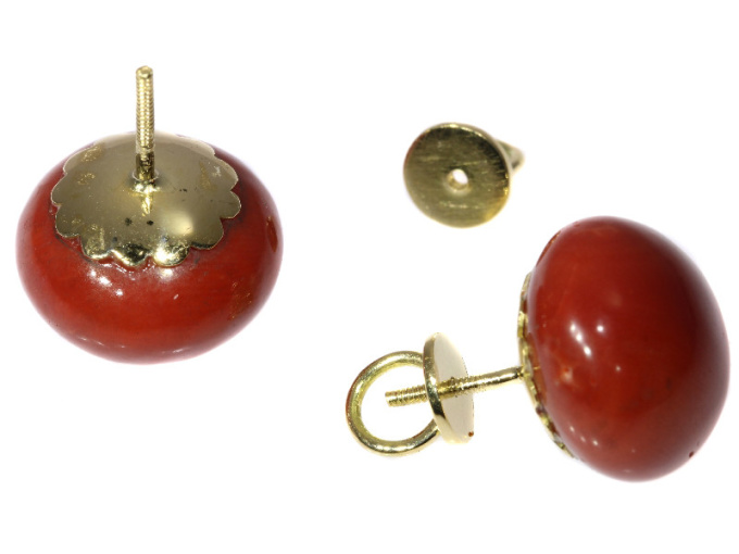 Antique gold red coral stud earrings (ca. 1900) by Unknown