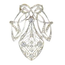 Strong design Art Nouveau diamond pendant that can be worn as a brooch too by Unknown
