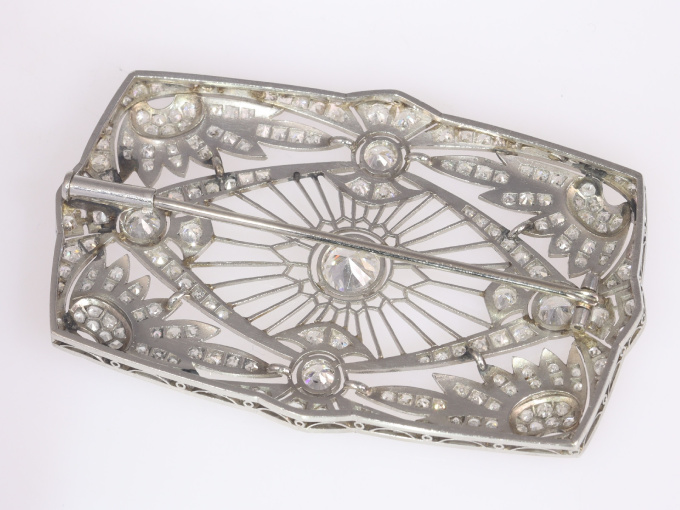 Vintage Art Deco diamond brooch set with 5.33 crt total diamond weight by Unknown