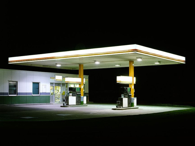 Petrol Stations - white / brown by Ralf Peters