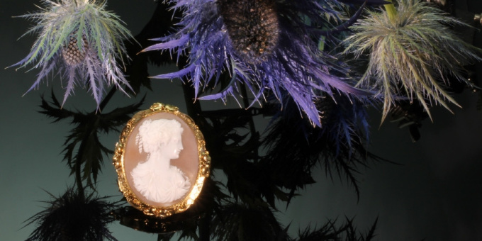 High quality Victorian antique shell cameo mounted in gold brooch by Unknown
