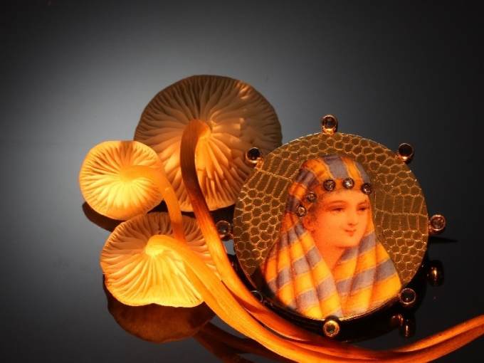 Typical late 19th cent. gold enameled brooch with bedouin woman by Unknown