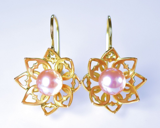 Lotus earrings by Eva Theuerzeit