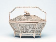 Ivory basket with lid, China/Canton