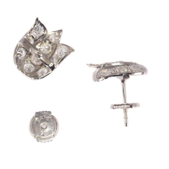 Vintage Art Deco platinum diamond earstuds tulip shaped by Unknown