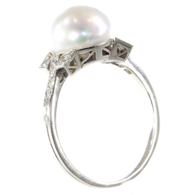 Art Deco ring with large pearl and diamonds by Unknown