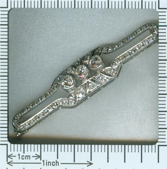 Vintage Art Deco platinum brooch set with diamonds by Unknown Artist