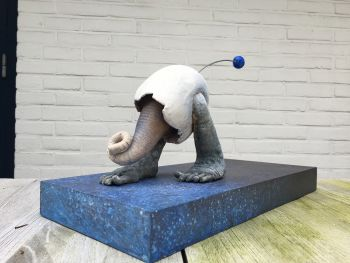 Ei loper by Herman Muys
