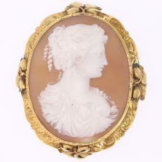 High quality Victorian antique shell cameo mounted in gold brooch by Unknown Artist