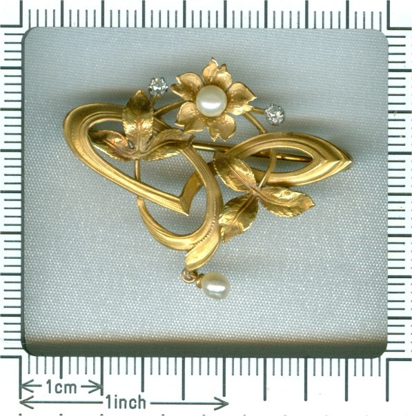 French Art Nouveau 18K gold pendant brooch with diamonds and pearls by Unknown Artist