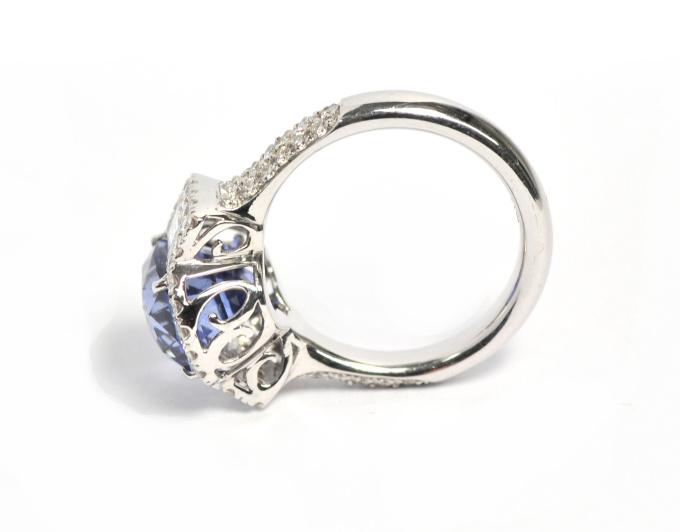Antique cut sapphire( 5,5 crt) ring in 18 krt white gold by Puck Eigenmann