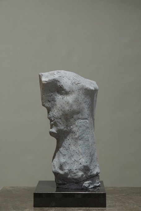 Concrete head by Thomas Junghans