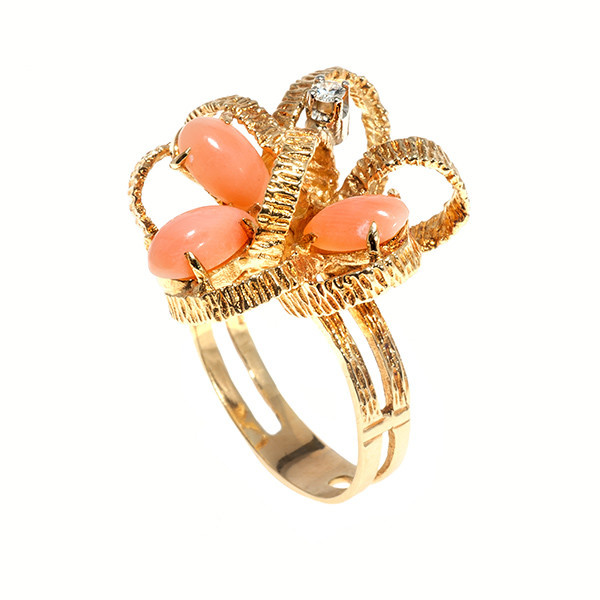 Ribbon ring with coral and a diamond by Unknown Artist