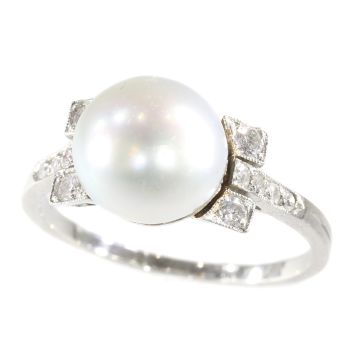Art Deco ring with large pearl and diamonds by Unknown Artist