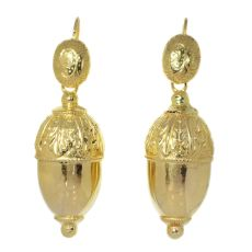 Antique Victorian 18K gold acorn motive earrings by Unknown Artist