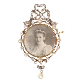 Belle Epoque old picture brooch set with diamonds and pearls by Unknown Artist