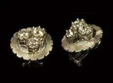 A 14K white gold earrings with six brilliant cut diamonds
