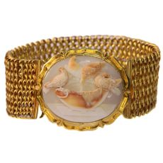 Magnificent antique cameo bracelet with presentation of so-called Doves of Pliny by Unknown Artist