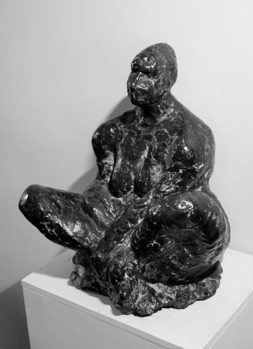 Sitting woman by Eka Thoden van Velzen