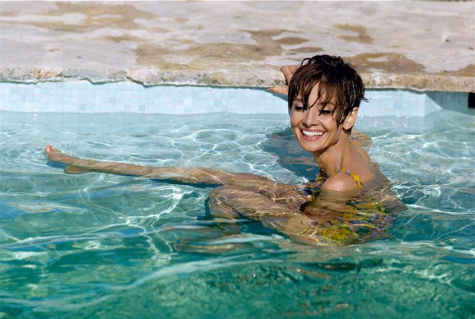 Audrey Hepburn-Pool, Black Borders by Terry O'Neill