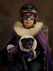 Portrait d'une Vieille femme sombre avec son chien encore plus sombre sur les genoux by Sacha Goldberger
