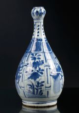 Chinese Blue and White Garlic Neck Bottle Vase, WanLi period