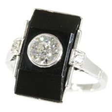 Typical Art Deco ring with diamonds and onyx by Unknown