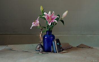 Blue Vase by Dik Nicolai