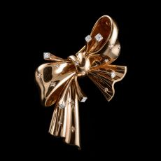 Mauboussin bow brooch by Mauboussin .