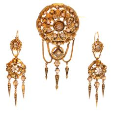 Victoran gold and diamond brooch and earrings matching set parure by Unknown